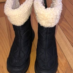 Ugg inner sheepskin women size 5 above ankle boots